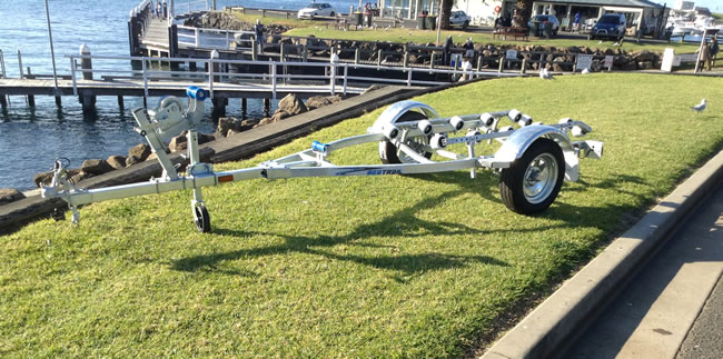 Trailer to suit up to 3 seater jetskis