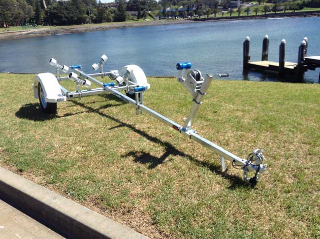 3.9M Rollered Boat trailer with NEW PLASTIC GUARDS